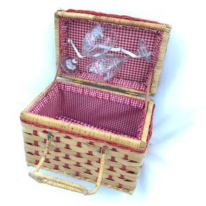 Wicker rattan cottage picnic basket handle wine